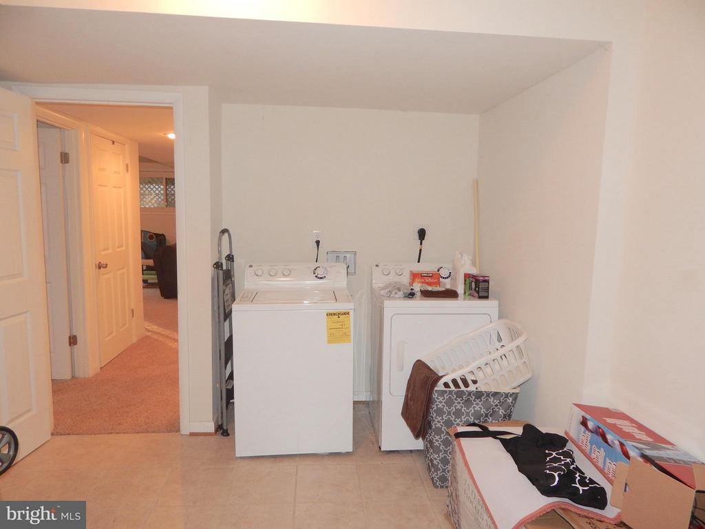 Laundry Rom w/Tile Floor and Walkout Exit - 1309 EASTOVER PKWY, LOCUST GROVE