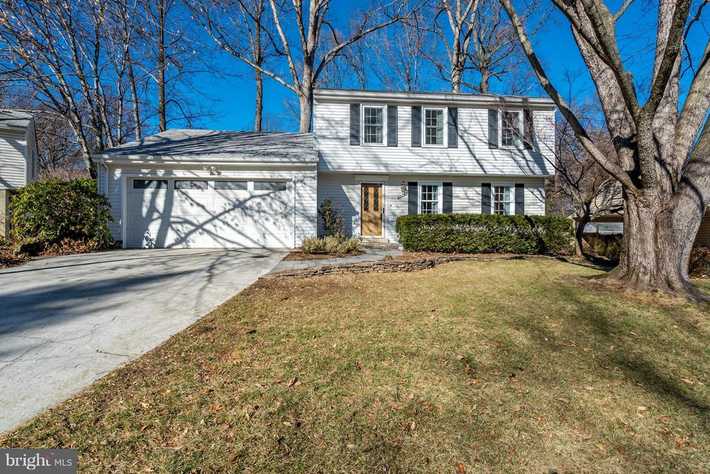 Welcome Home to this Renovated Colonial - 9304 BURNETTA DR, FAIRFAX