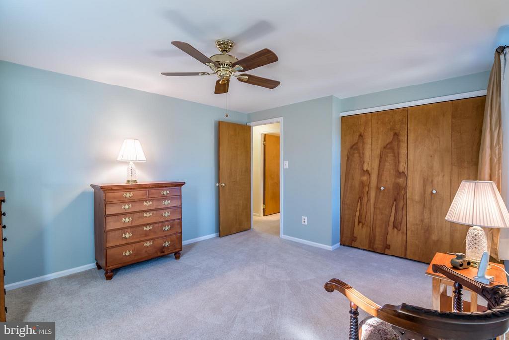 Bedroom - 9304 BURNETTA DR, FAIRFAX