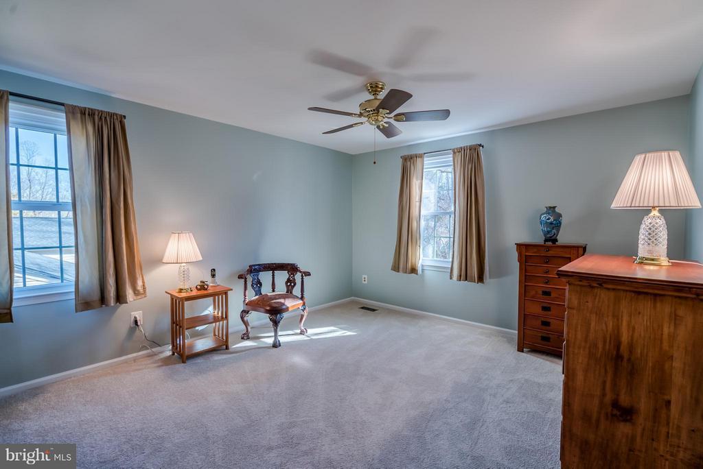 Bedroom w/ Ceiling Fan - 9304 BURNETTA DR, FAIRFAX