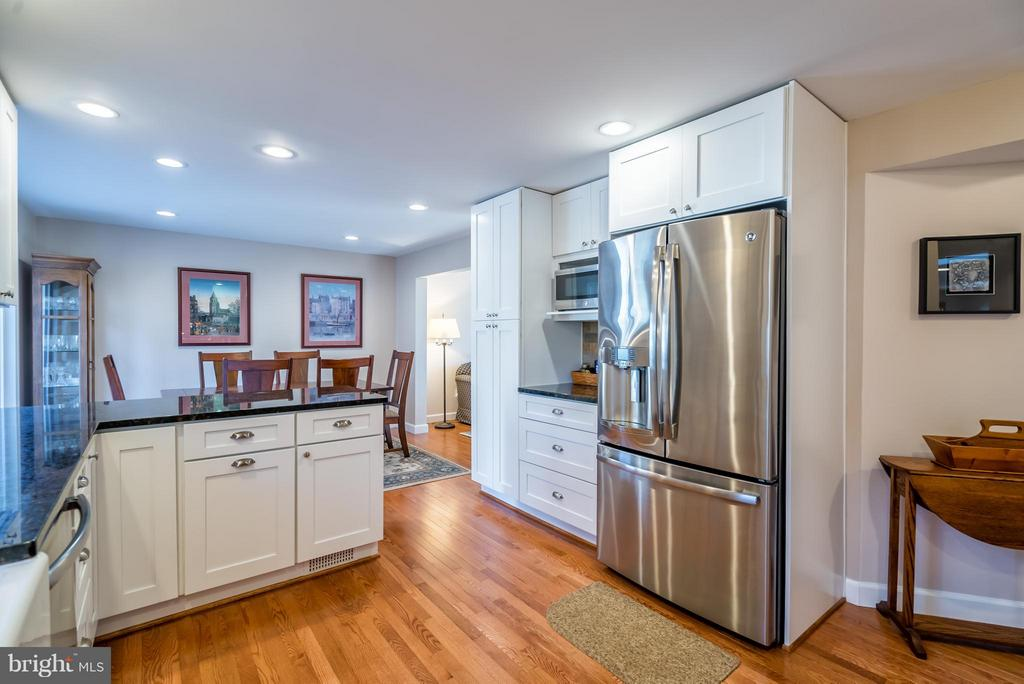 Stainless Steel Appliances & Granite Counters - 9304 BURNETTA DR, FAIRFAX