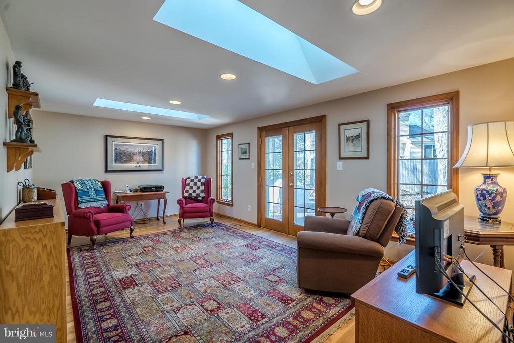 Spacious Family Room with Skylights - 9304 BURNETTA DR, FAIRFAX