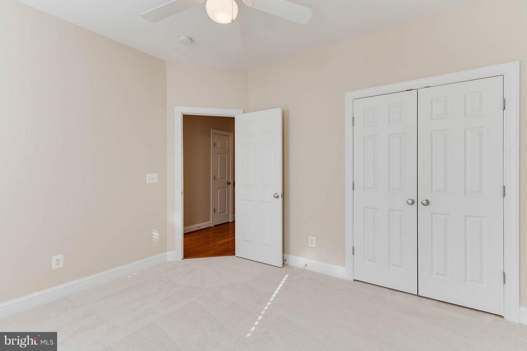 LIght filled third bedroom - 131 FORTNIGHTLY BLVD, HERNDON