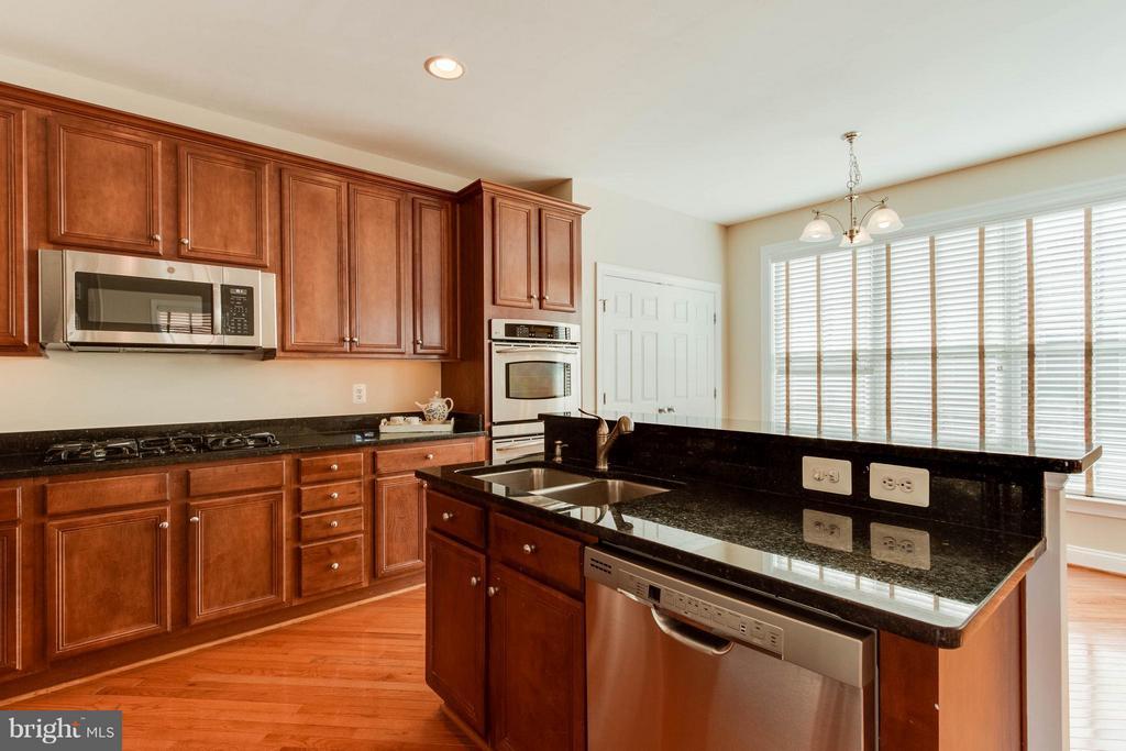 Kitchen - 131 FORTNIGHTLY BLVD, HERNDON