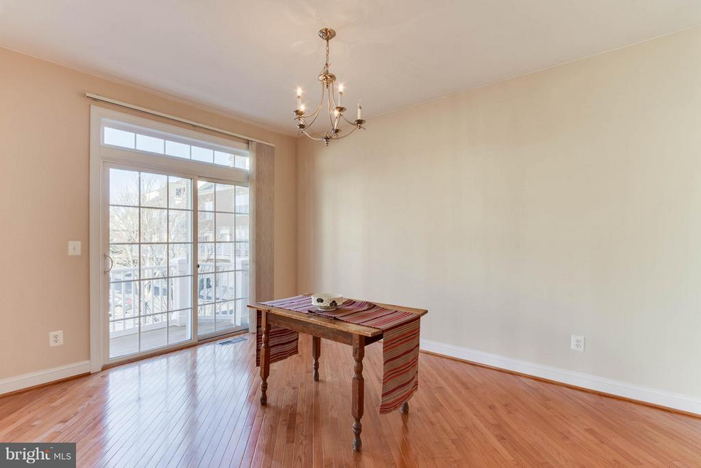 Generous dining room with door to deck - 131 FORTNIGHTLY BLVD, HERNDON