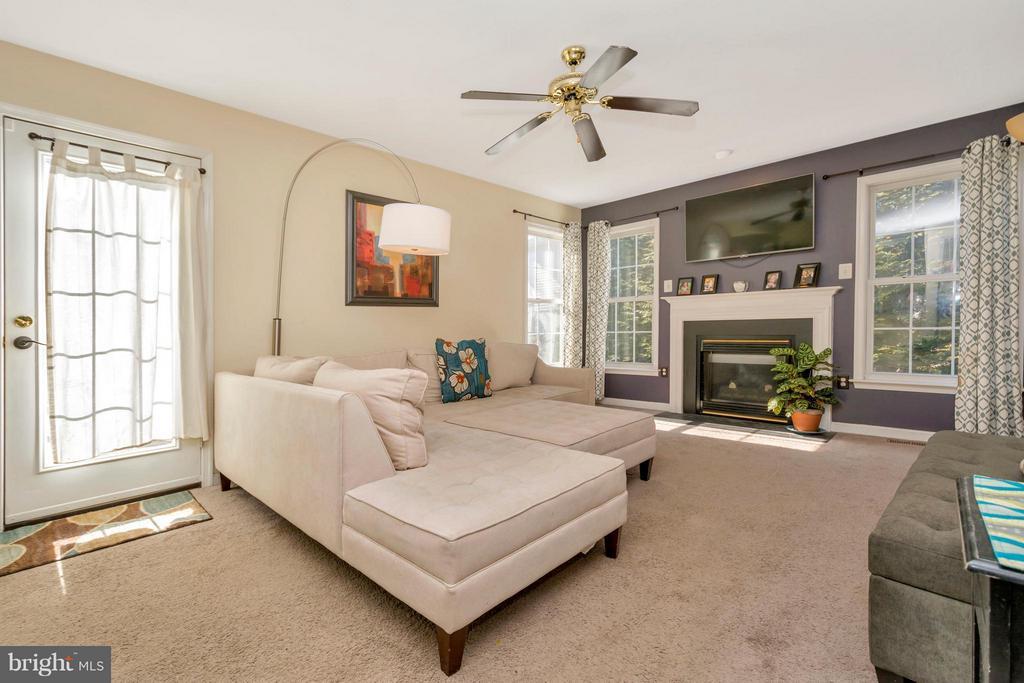 Living Room - 3806 FALLWOOD LN, FREDERICKSBURG