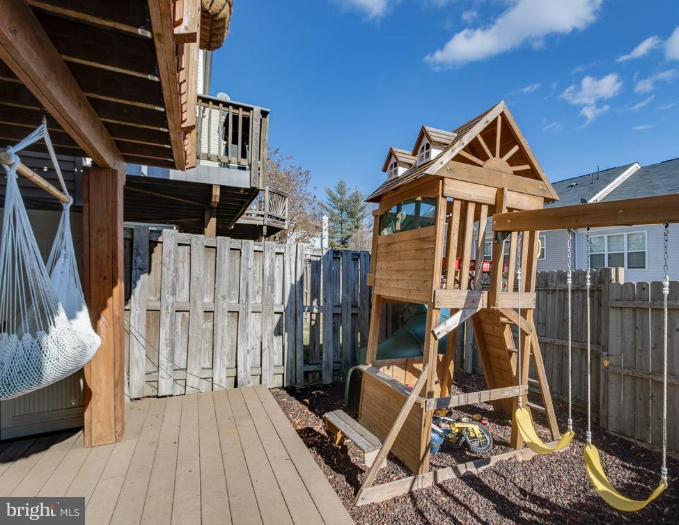 Fully fenced backyard play area! - 2673 MCGUFFEYS CT, WOODBRIDGE