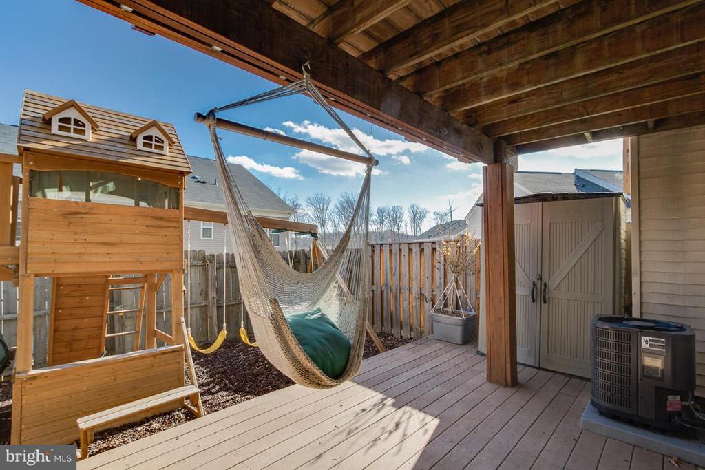 Enjoy hanging around your backyard! - 2673 MCGUFFEYS CT, WOODBRIDGE