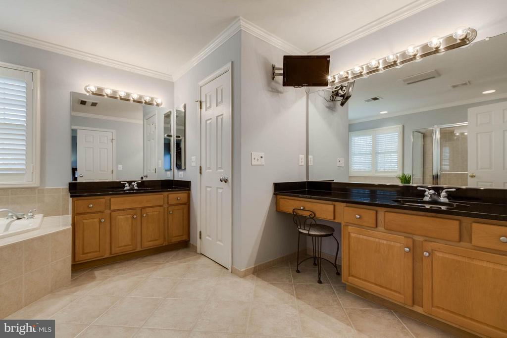 Master Bathroom with Dual Vanities - 22752 PORTICO PL, ASHBURN