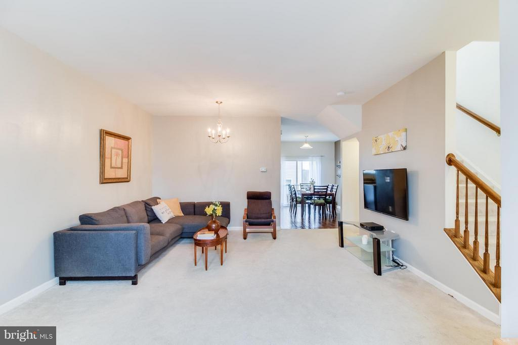 Large Family Room - 107 FOUNDRY LN, STAFFORD