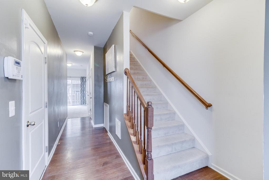 5 Inch Wide Plank Oak Wood Floors - 107 FOUNDRY LN, STAFFORD