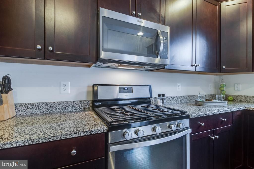 Whirlpool Stainless Steel Appliances - 107 FOUNDRY LN, STAFFORD