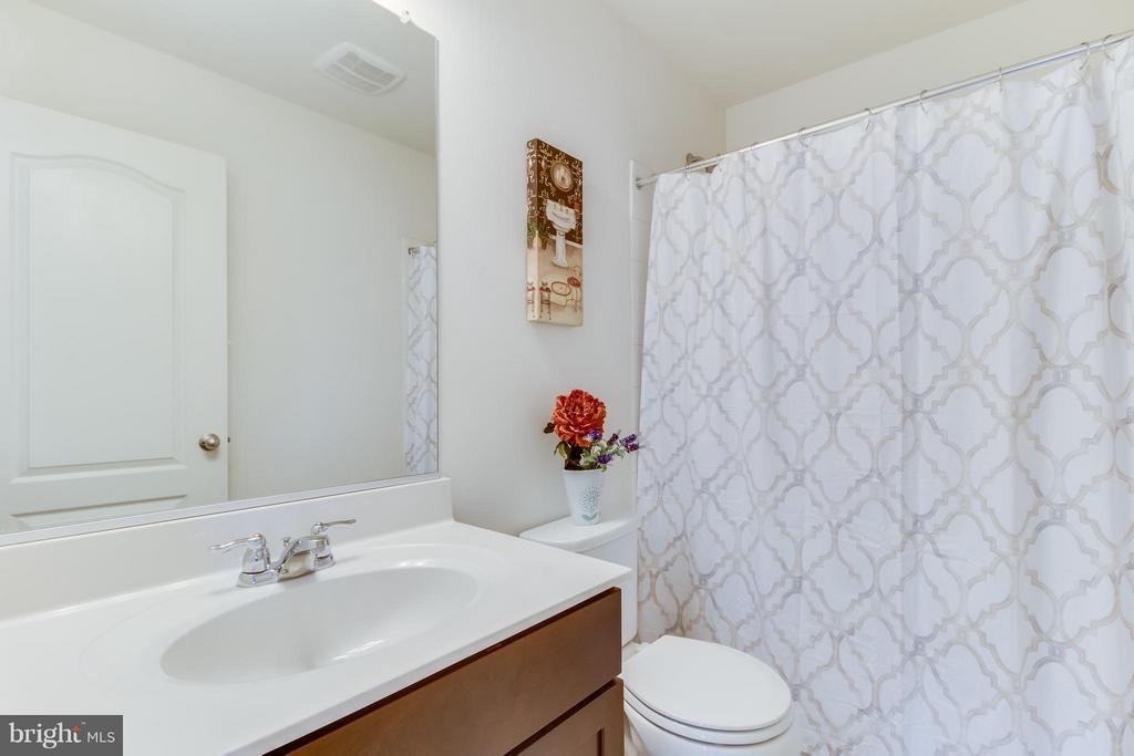 Full Bathroom - 107 FOUNDRY LN, STAFFORD