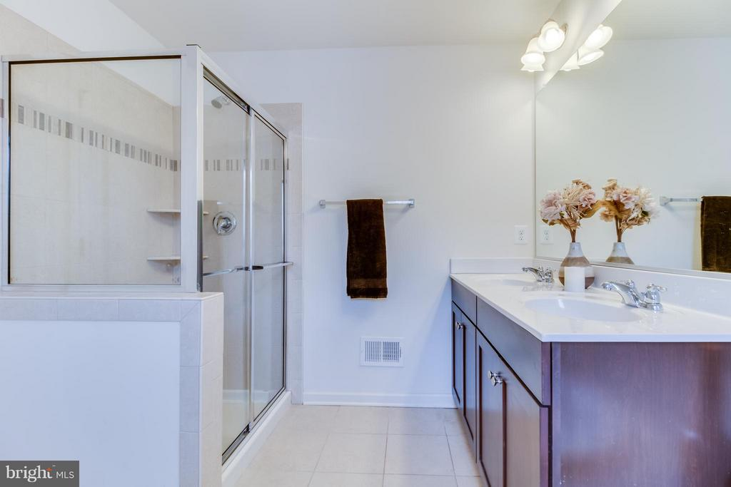 Separate Shower, Double Vanities - 107 FOUNDRY LN, STAFFORD