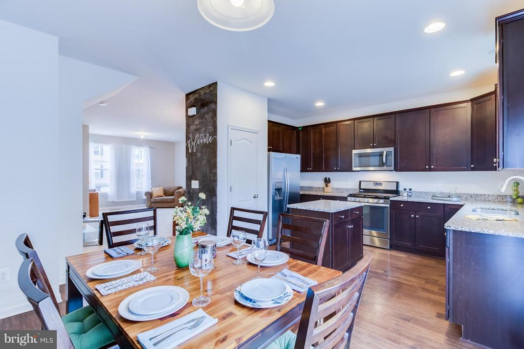 Kitchen/Dining Conveniently Off Fam Room - 107 FOUNDRY LN, STAFFORD