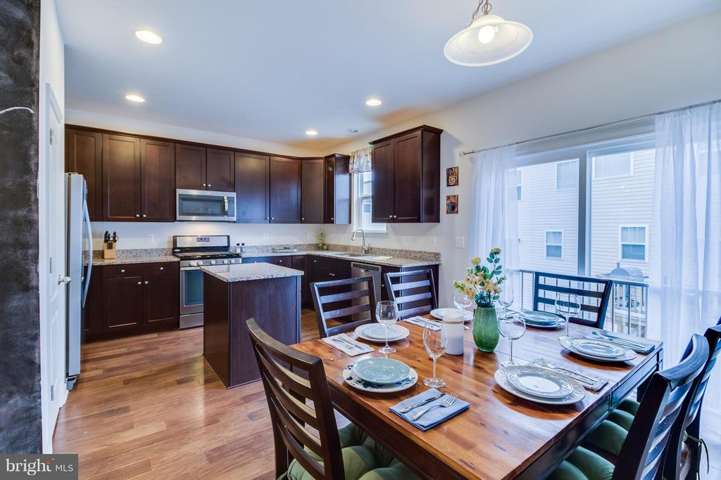 Large Eat-In Kitchen - 107 FOUNDRY LN, STAFFORD