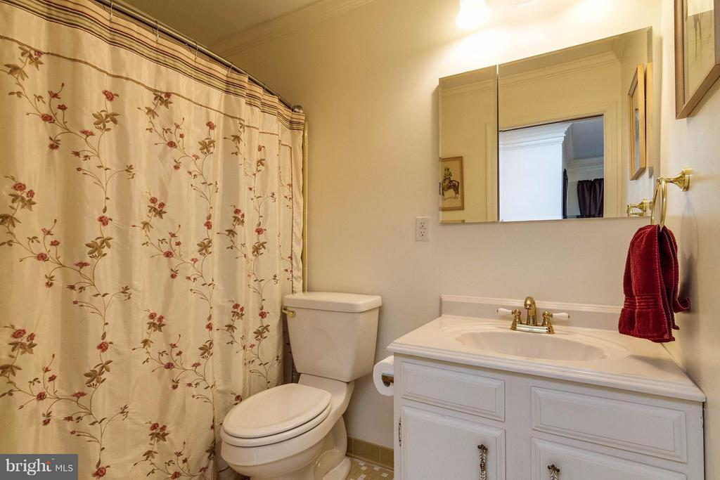 Master Bath on  main level - 18348 SHARON RD, TRIANGLE