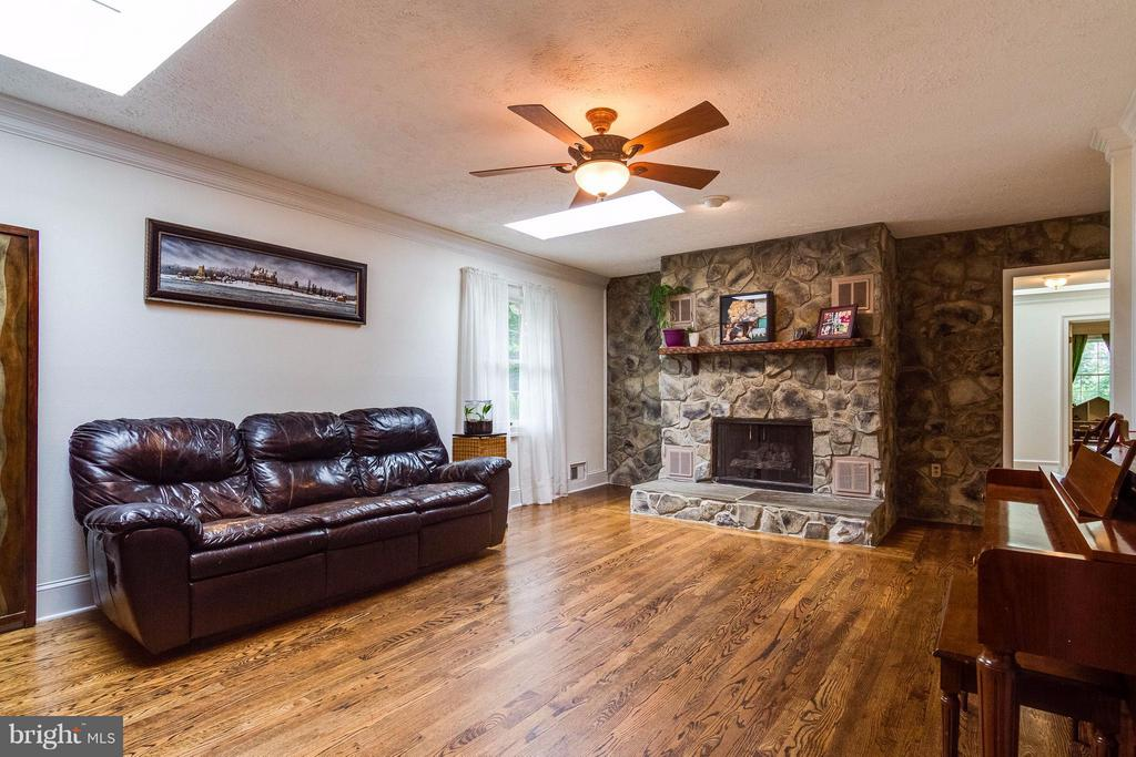 Living room with stone gas fireplace - 18348 SHARON RD, TRIANGLE