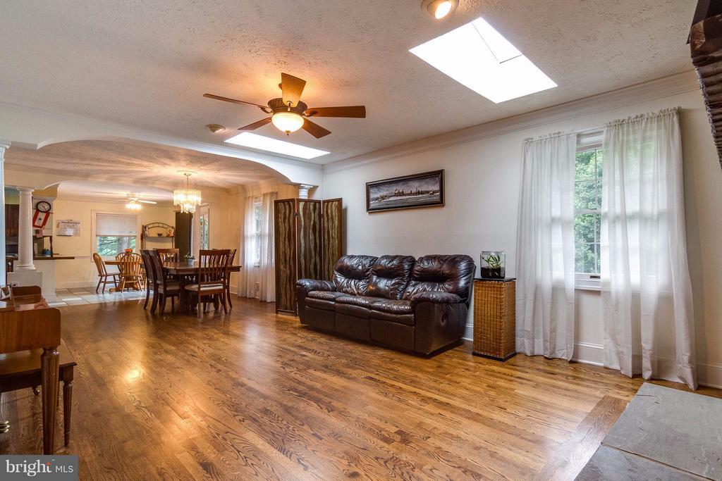 Living room - 18348 SHARON RD, TRIANGLE