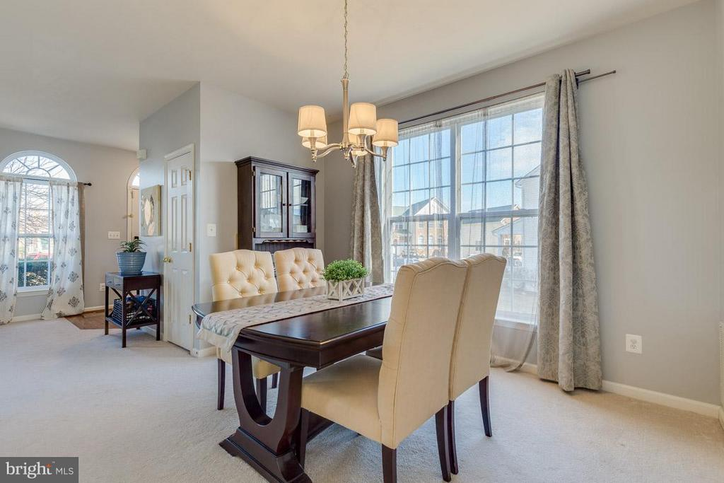 Separate dining area with large window - 419 RUSERT DR SE, LEESBURG
