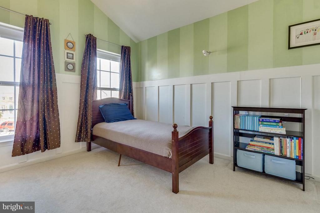 Bedroom decorated with custom batten board - 419 RUSERT DR SE, LEESBURG