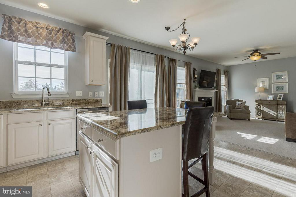 Opens into family room and walk-out to deck - 419 RUSERT DR SE, LEESBURG