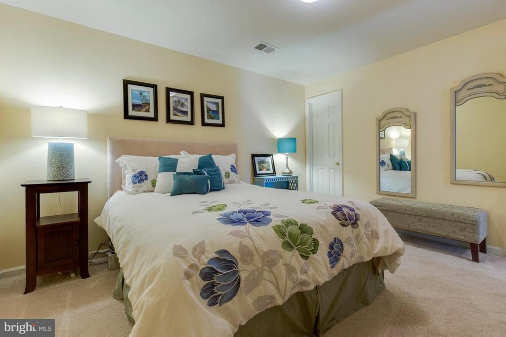 Addition room can be used as den or 4th bedroom - 419 RUSERT DR SE, LEESBURG