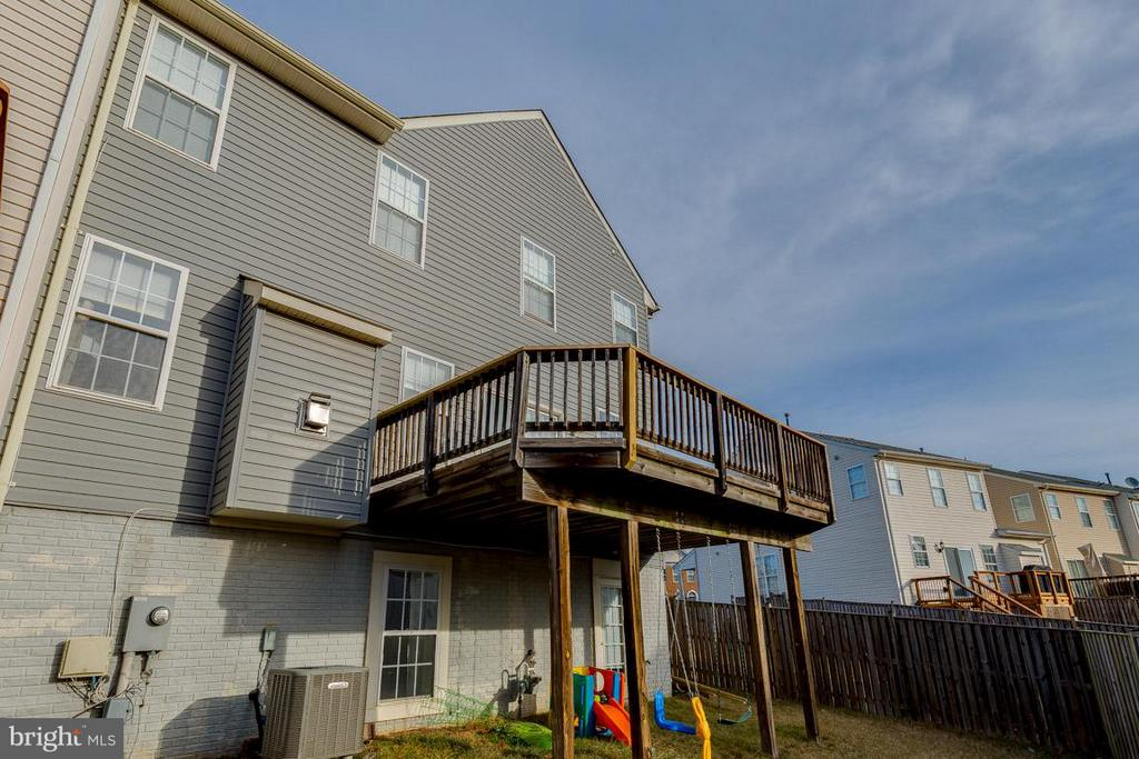 Large deck and fenced-in backyard - 419 RUSERT DR SE, LEESBURG