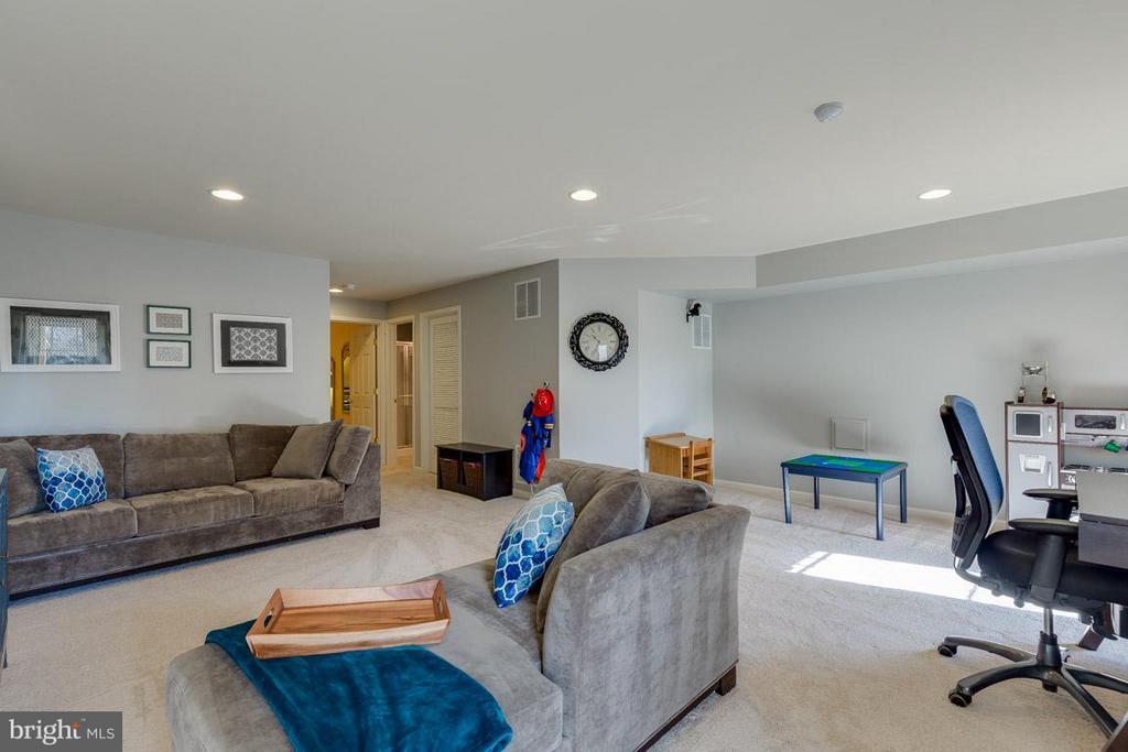 Fully-finished basement has plenty of uses! - 419 RUSERT DR SE, LEESBURG