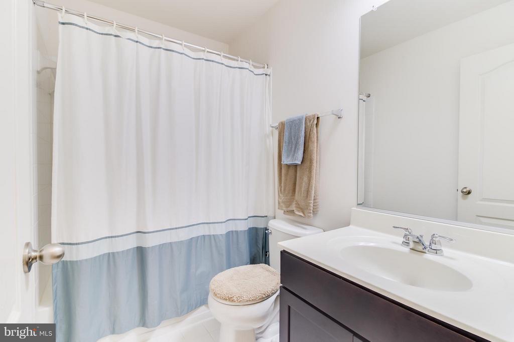Hall Bathroom on Bedroom Level - 103 DANDRIDGE CT, STAFFORD