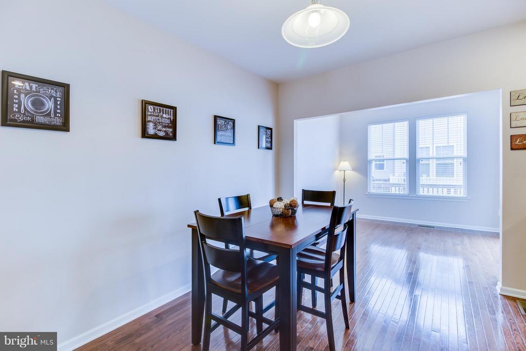 Hardwood Floors in Kitchen and Dining - 103 DANDRIDGE CT, STAFFORD