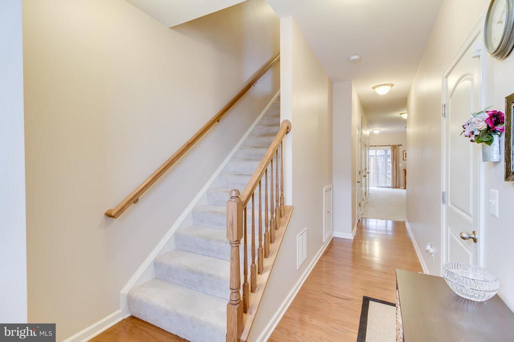 Foyer with Hardwood Flooring - 103 DANDRIDGE CT, STAFFORD