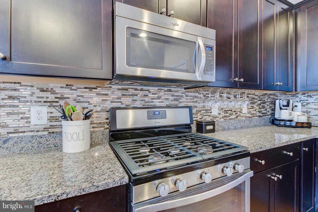 Espresso Kitchen Cabinets - 103 DANDRIDGE CT, STAFFORD