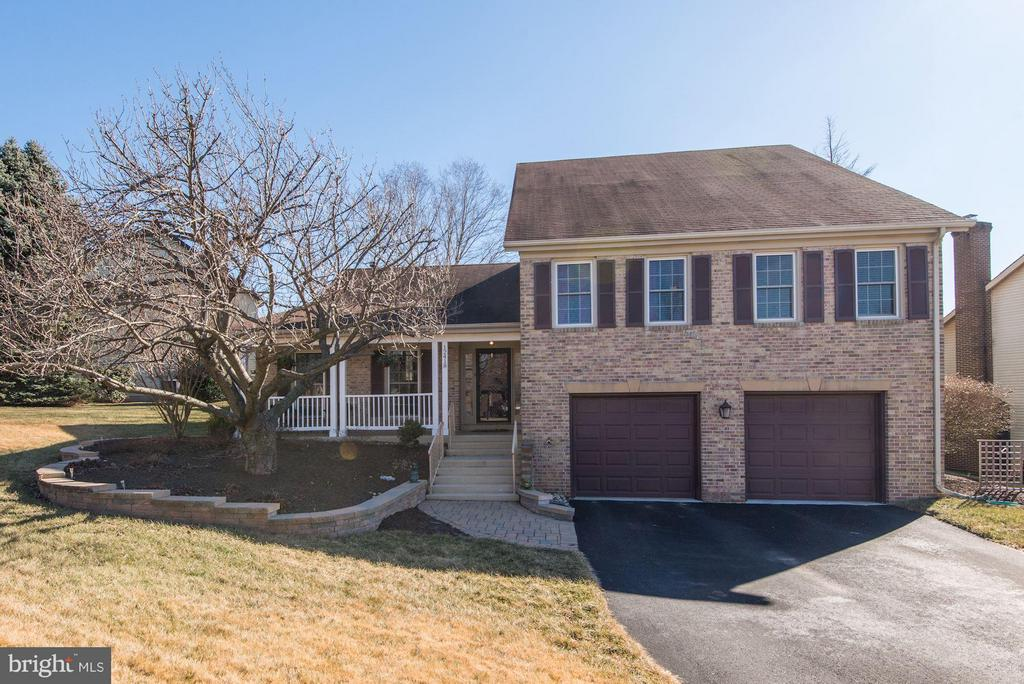 WELCOME HOME! - 12418 WENDELL HOLMES RD, HERNDON