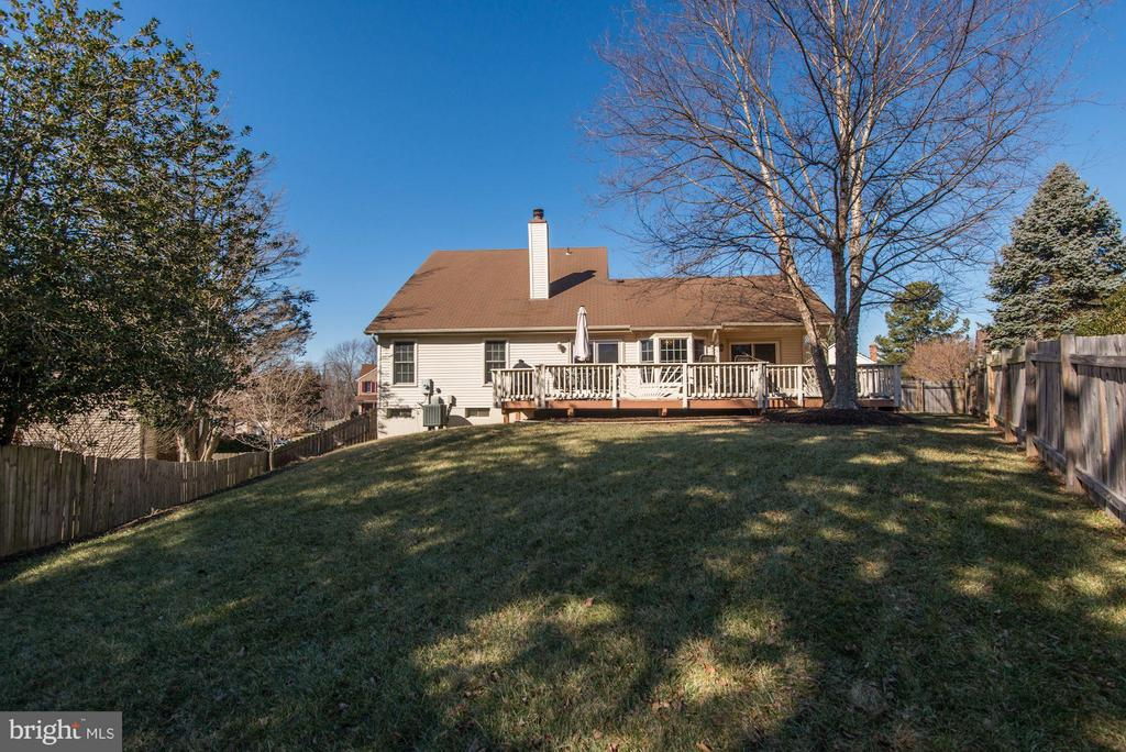 BACKYARD - LUSH, GREEN, PERFECT FOR ENTERTAINING! - 12418 WENDELL HOLMES RD, HERNDON