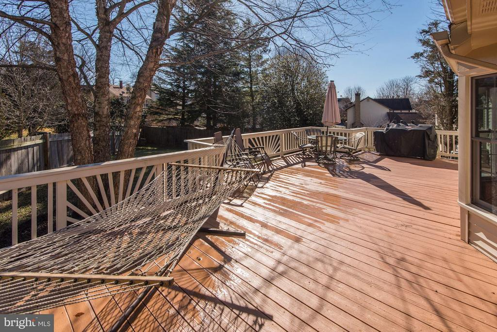 DECK - HUGE, PERFECT FOR OUTDOOR ENTERTAINING! - 12418 WENDELL HOLMES RD, HERNDON