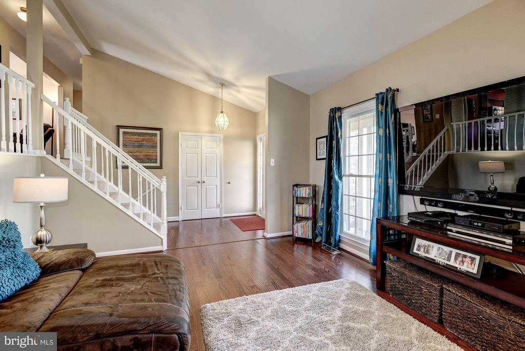 LIVING ROOM - 12418 WENDELL HOLMES RD, HERNDON
