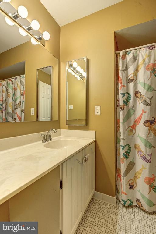 FULL BATHROOM #2 (OF 3!) - 12418 WENDELL HOLMES RD, HERNDON