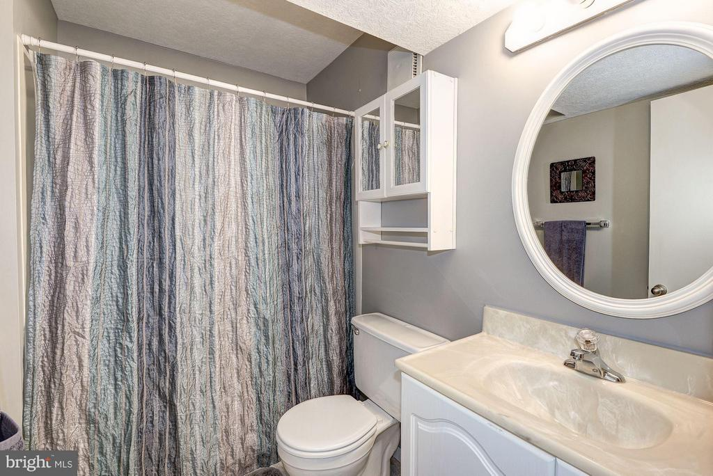 FULL BATHROOM #3 (OF 3!) - 12418 WENDELL HOLMES RD, HERNDON