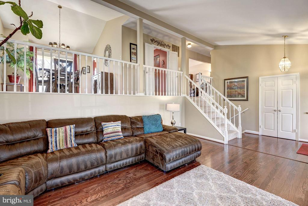 LIVING ROOM with VAULTED CEILING! - 12418 WENDELL HOLMES RD, HERNDON