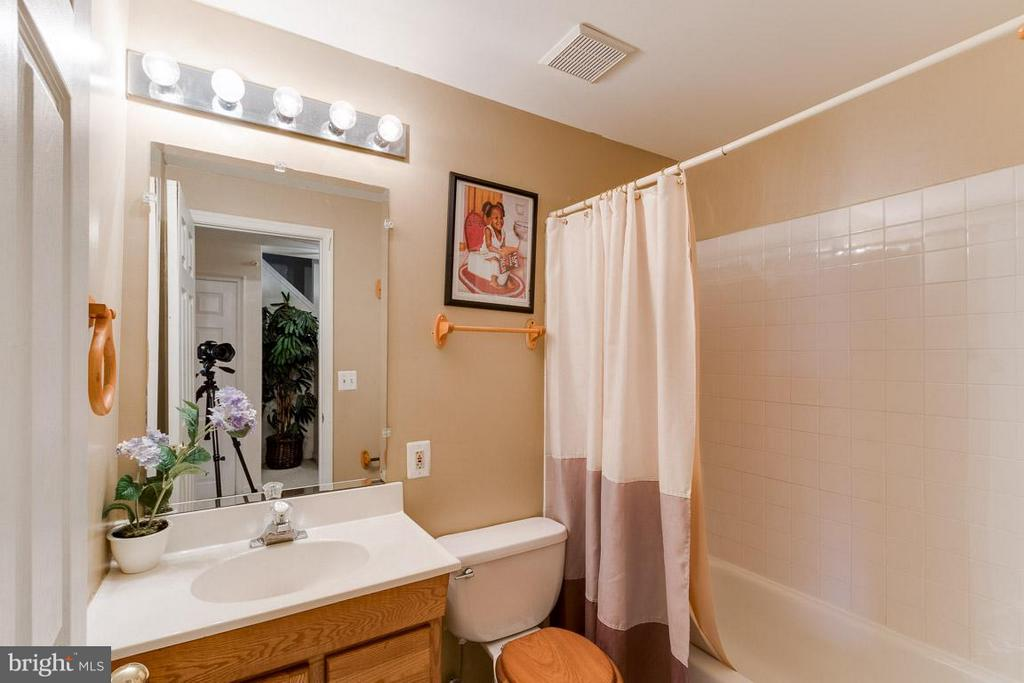 Full Bath Lower Level - 2696 MCGUFFEYS CT, WOODBRIDGE