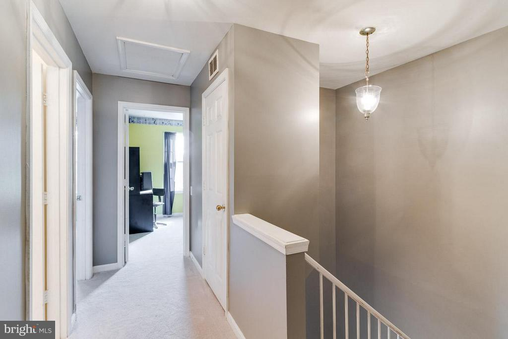 Hallway Second Floor - 2696 MCGUFFEYS CT, WOODBRIDGE