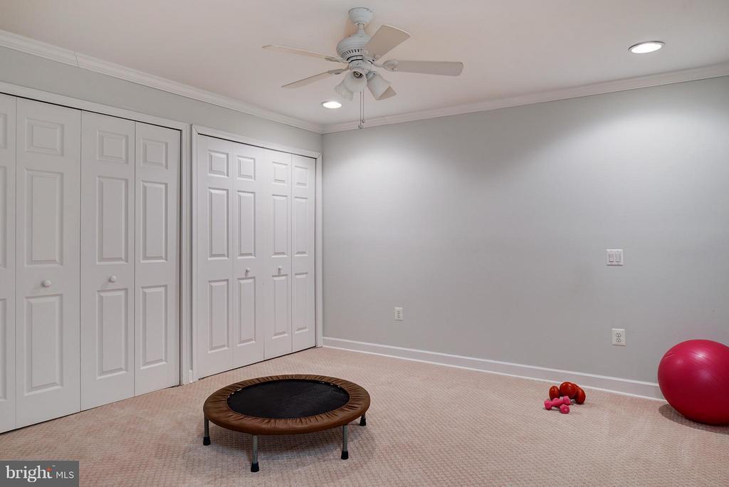 Bonus room for gym, office, bedroom, playroom... - 7317 MARIPOSA DR, MANASSAS