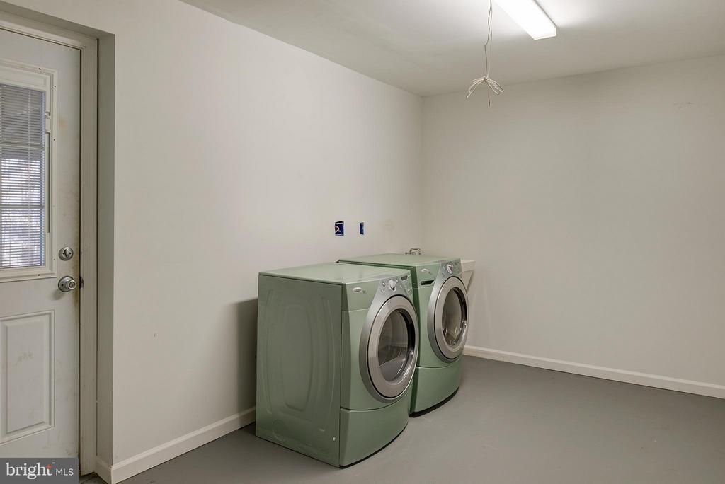 Front load washer & dryer - 7317 MARIPOSA DR, MANASSAS