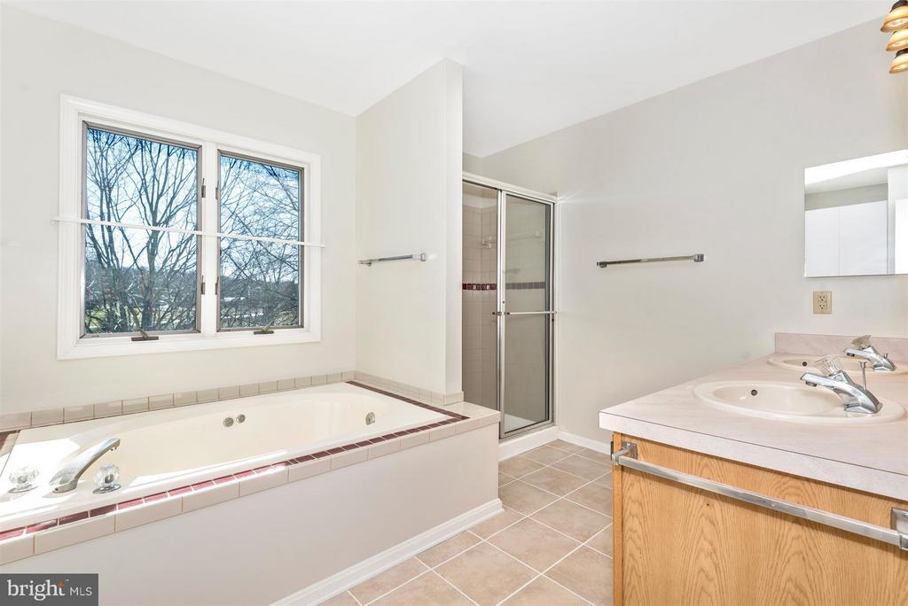 MASTER BATHROOM with soaking tub and shower! - 3406 FLINT HILL RD, ADAMSTOWN