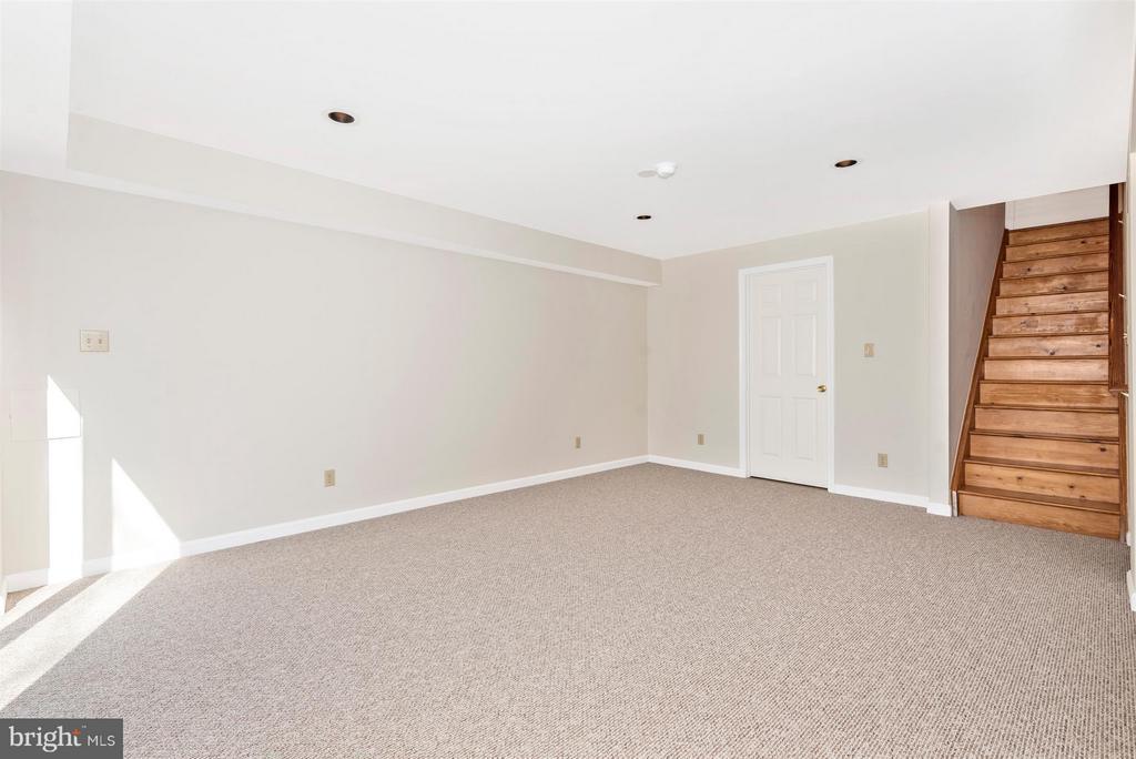 LEVEL WALKOUT Family Room on Lower Level! - 3406 FLINT HILL RD, ADAMSTOWN