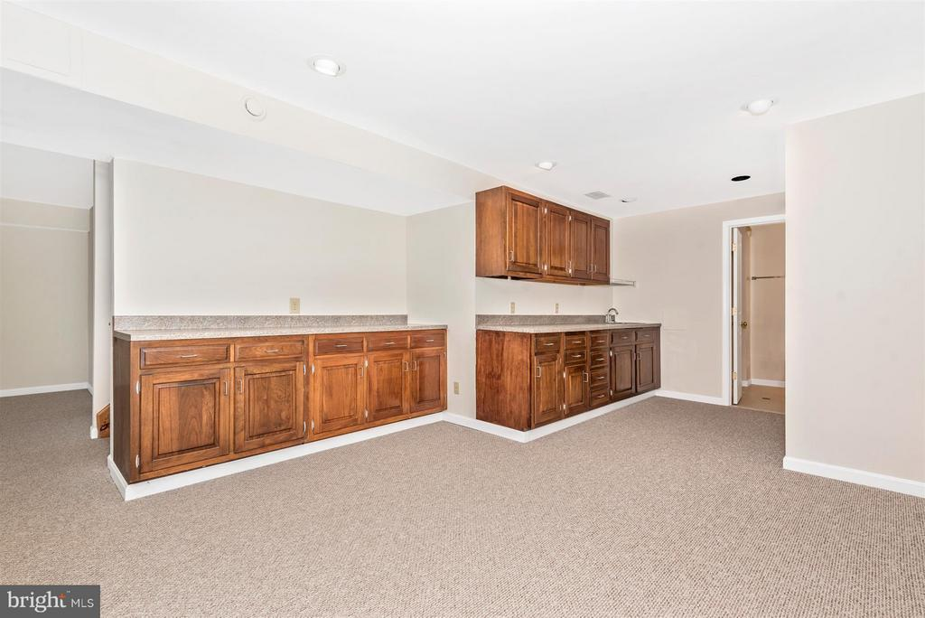 WET BAR and Lots of Preparation Space!...PARTY!!! - 3406 FLINT HILL RD, ADAMSTOWN