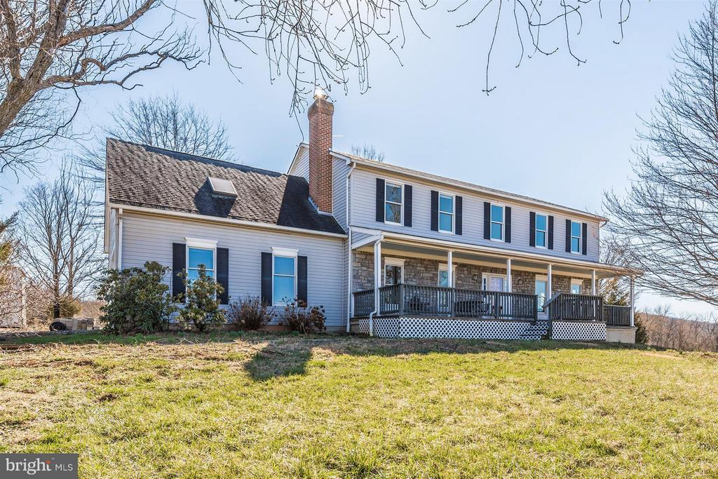 CLASSIC Colonial on 5.8 rolling Acres! - 3406 FLINT HILL RD, ADAMSTOWN