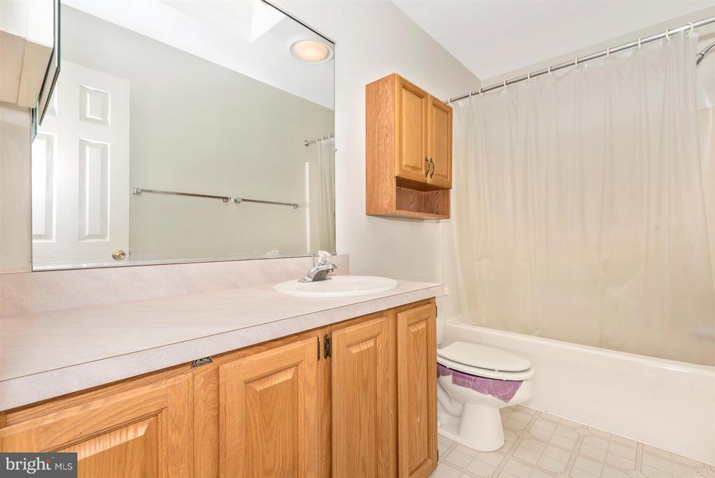 Full BATH on Bedroom Level! - 3406 FLINT HILL RD, ADAMSTOWN