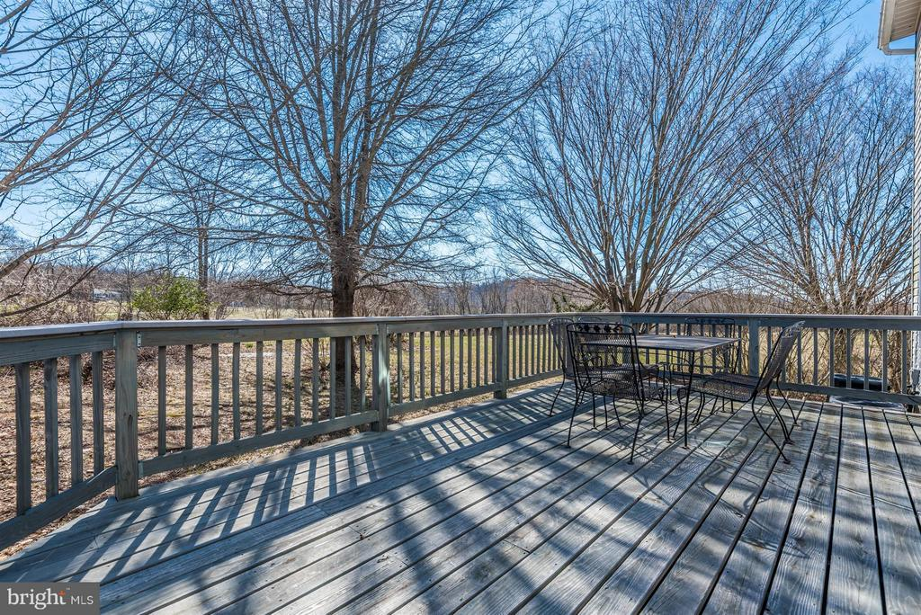 Enjoy the SPACIOUS DECK in your Leisure Time! - 3406 FLINT HILL RD, ADAMSTOWN